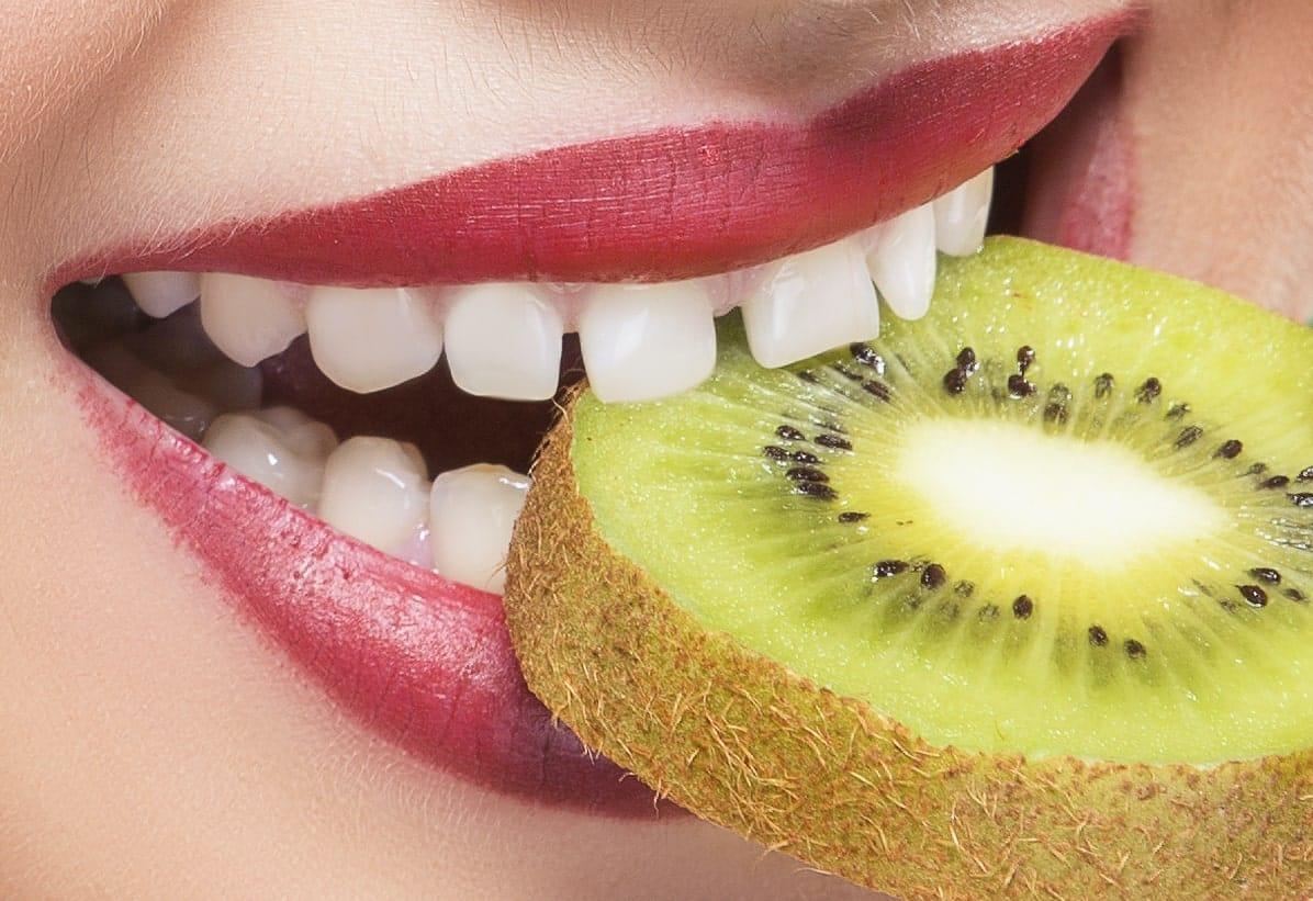 סגירת רווח בין השיניים הקדמיות